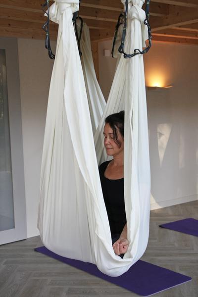 Ella van der Aa Yogadocent en Holos massagetherapeut